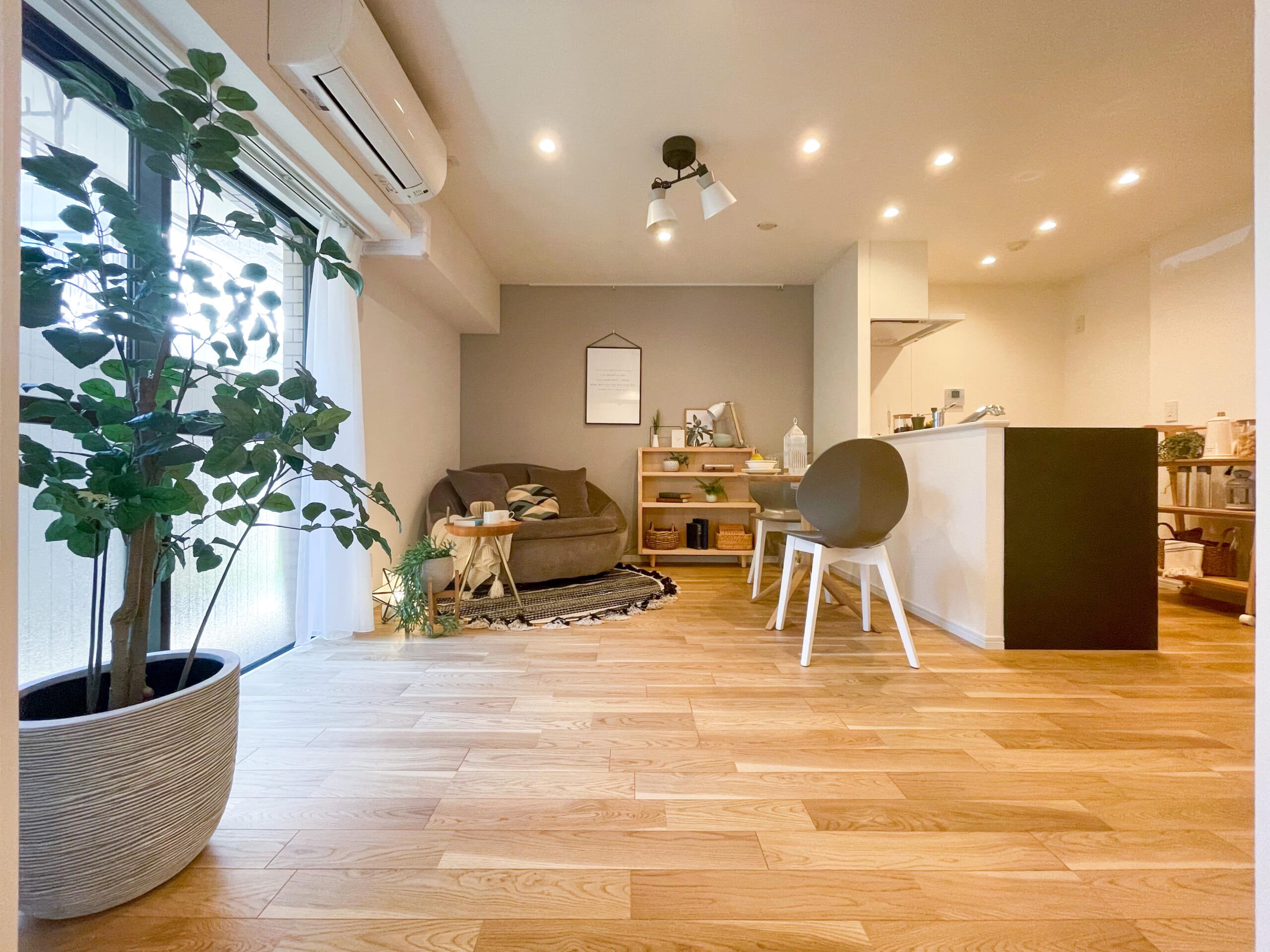 浅草のモダンな部屋と、広々ピロティ